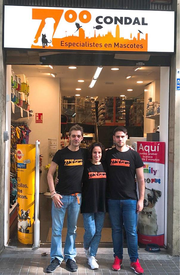 El personal de Zoo Condal en Ronda Sant Antoni: Víctor, Vanessa y Alberto.